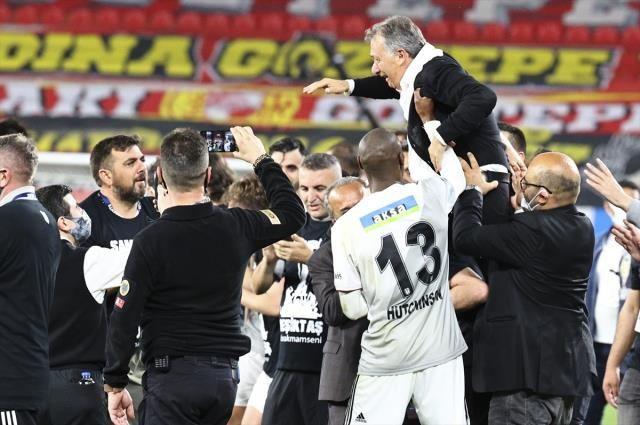 Futbolcular Sergen Yalçın ile Ahmet Nur Çebi'yi sırtladı - Sayfa 2