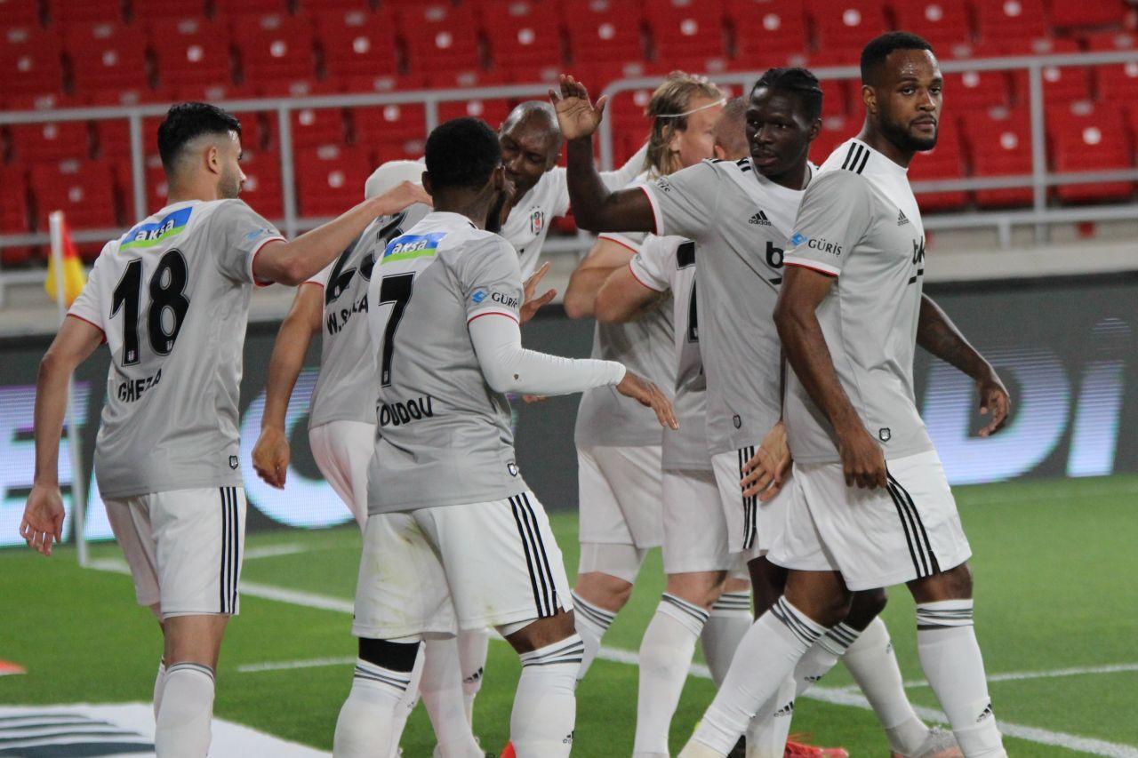 Göztepe - Beşiktaş Maç Özeti ve Golleri İzle   Maçın unutulmaz kareleri - Sayfa 4