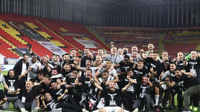 Futbolcular Sergen Yalçın ile Ahmet Nur Çebi'yi sırtladı