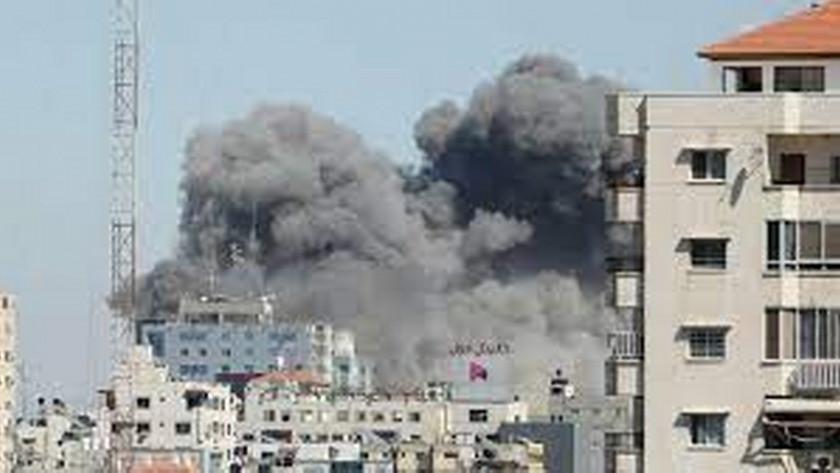 İsrail, Gazze'de basın binasını vurdu!