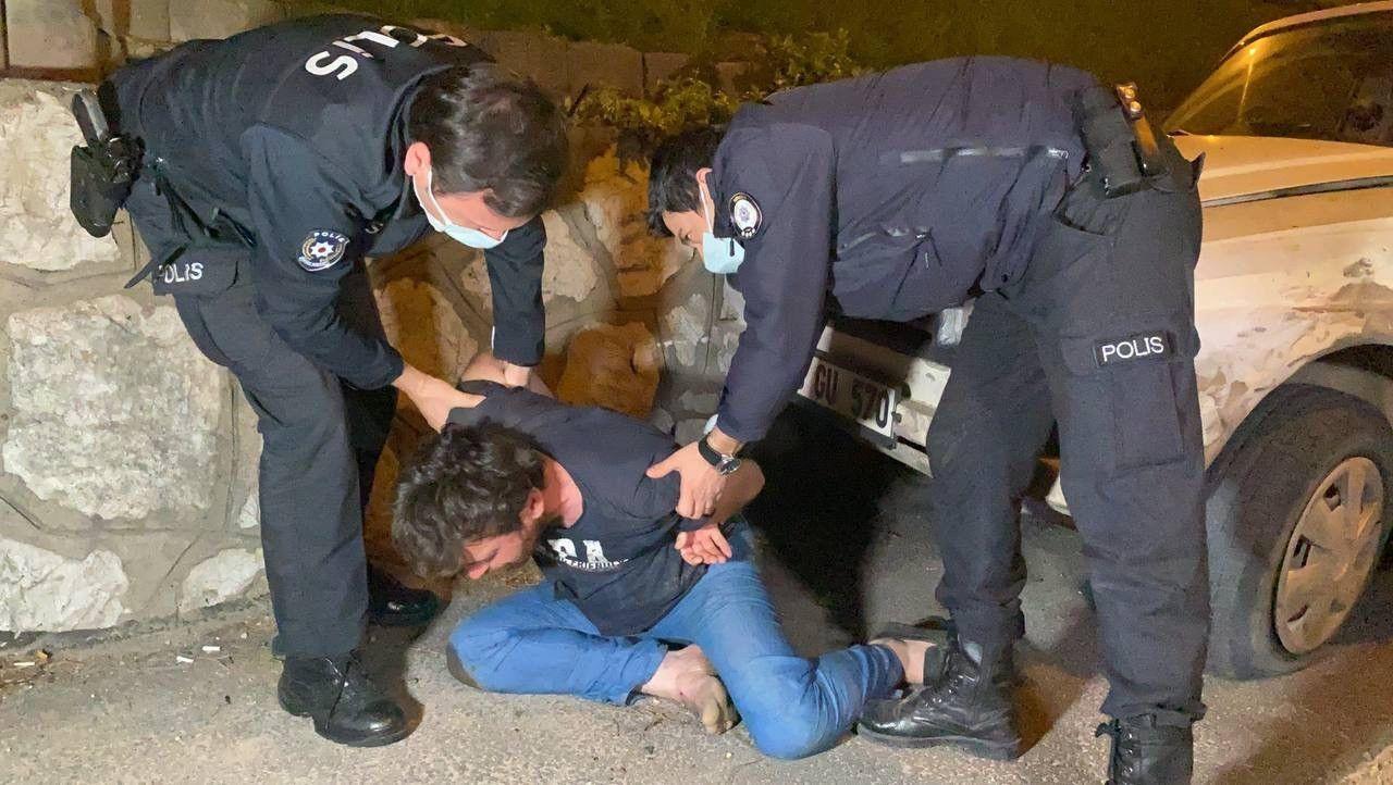 """Kısıtlamada boş yolda duvara çarpan sürücüden polise: """"Ben kaza yapmadım. Siz beni soyuyorsunuz"""" - Sayfa 1"""