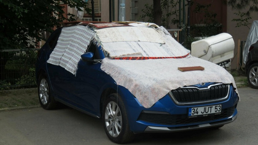 Araç sahiplerinin kilimli battaniyeli dolu önlemi