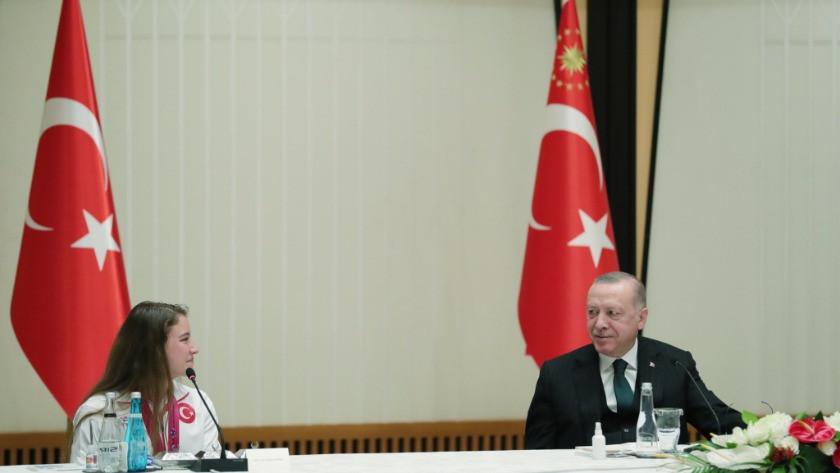 Cumhurbaşkanı Erdoğan, madalya alan jimnastikçileri kabul etti
