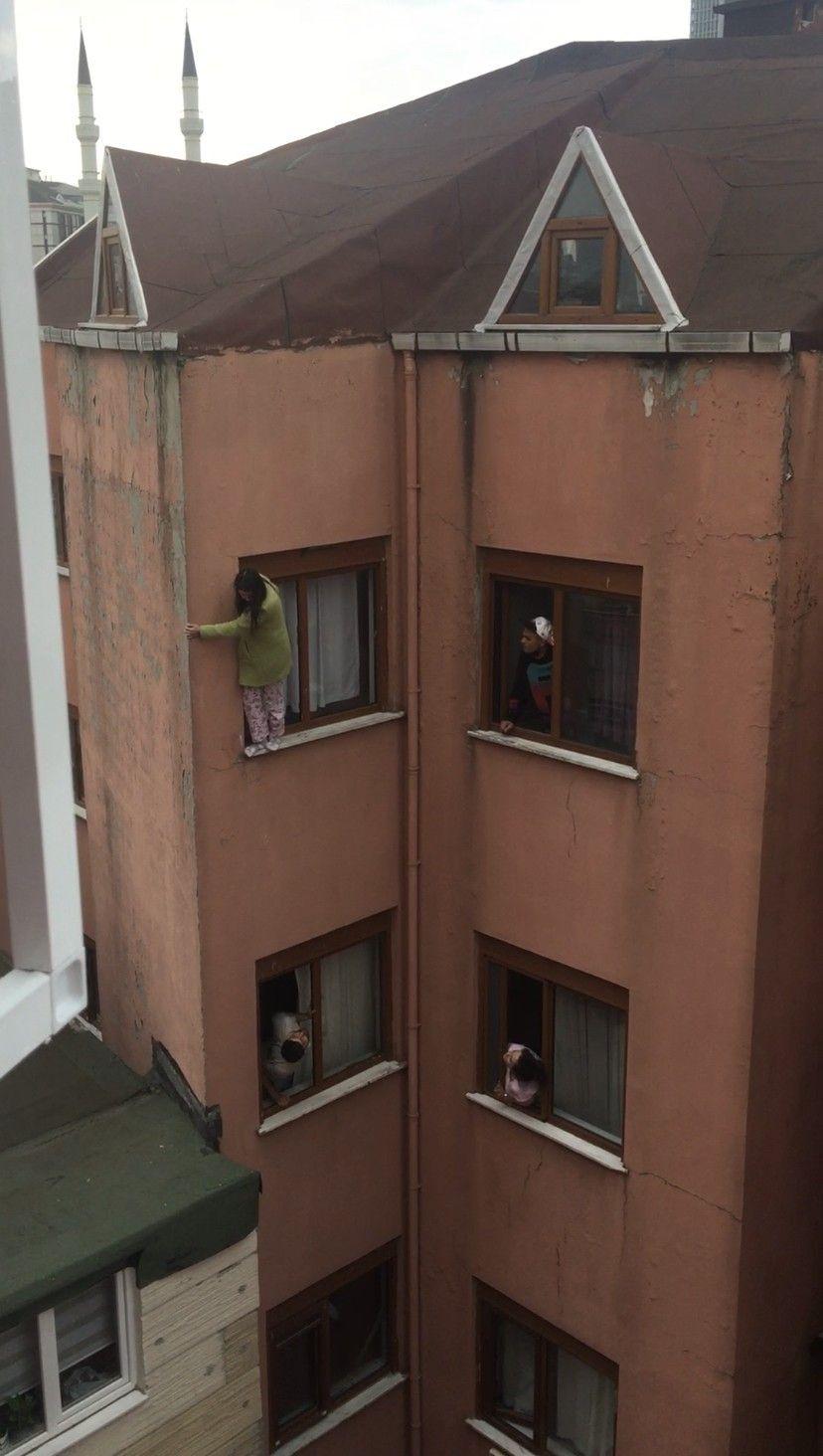 İkna etmek için çırpındılar ama yetmedi! Genç kız, kendini 4. kattan böyle aşağıya attı - Sayfa 1