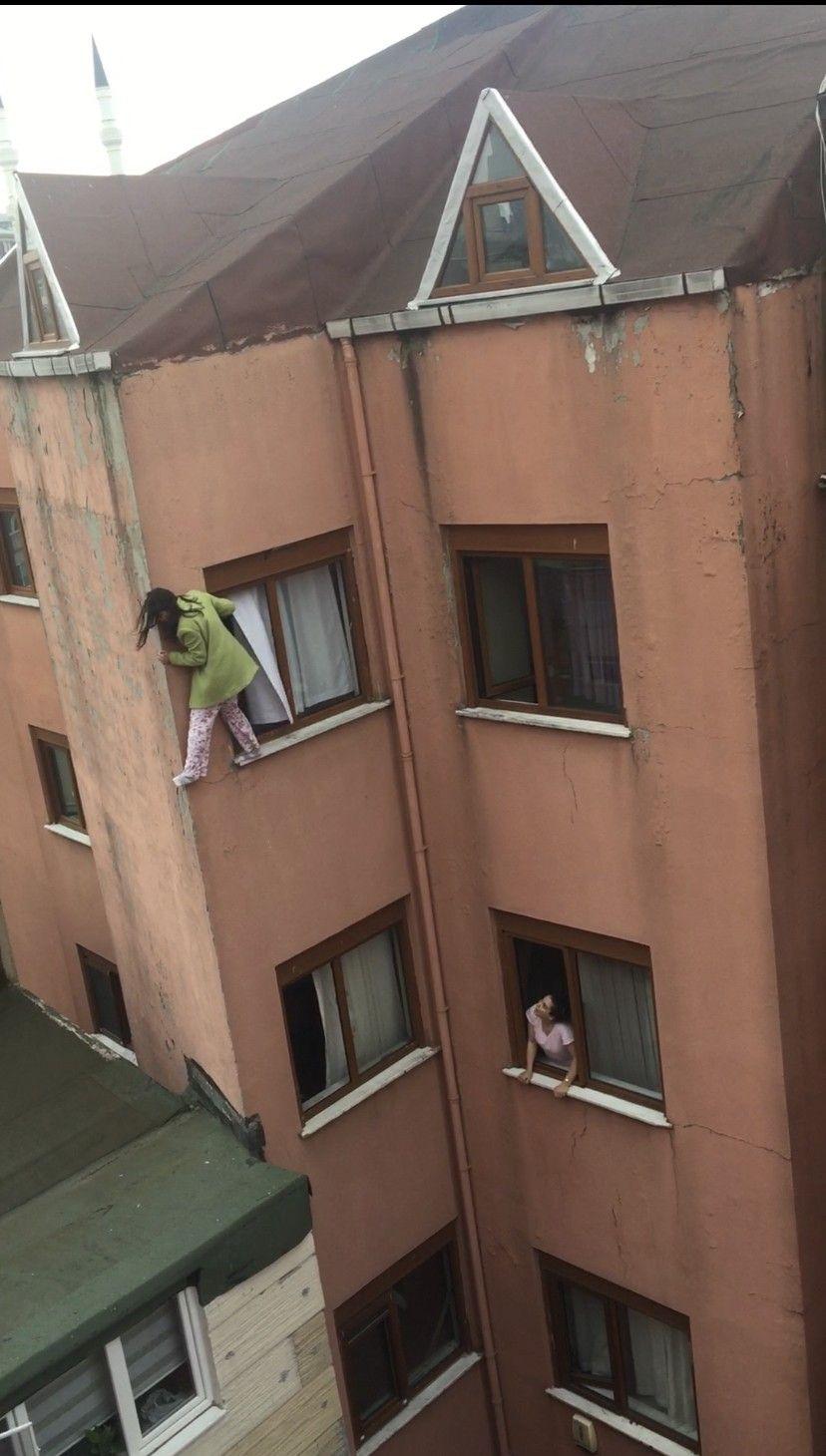 İkna etmek için çırpındılar ama yetmedi! Genç kız, kendini 4. kattan böyle aşağıya attı - Sayfa 2