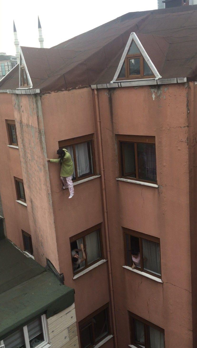 İkna etmek için çırpındılar ama yetmedi! Genç kız, kendini 4. kattan böyle aşağıya attı - Sayfa 3