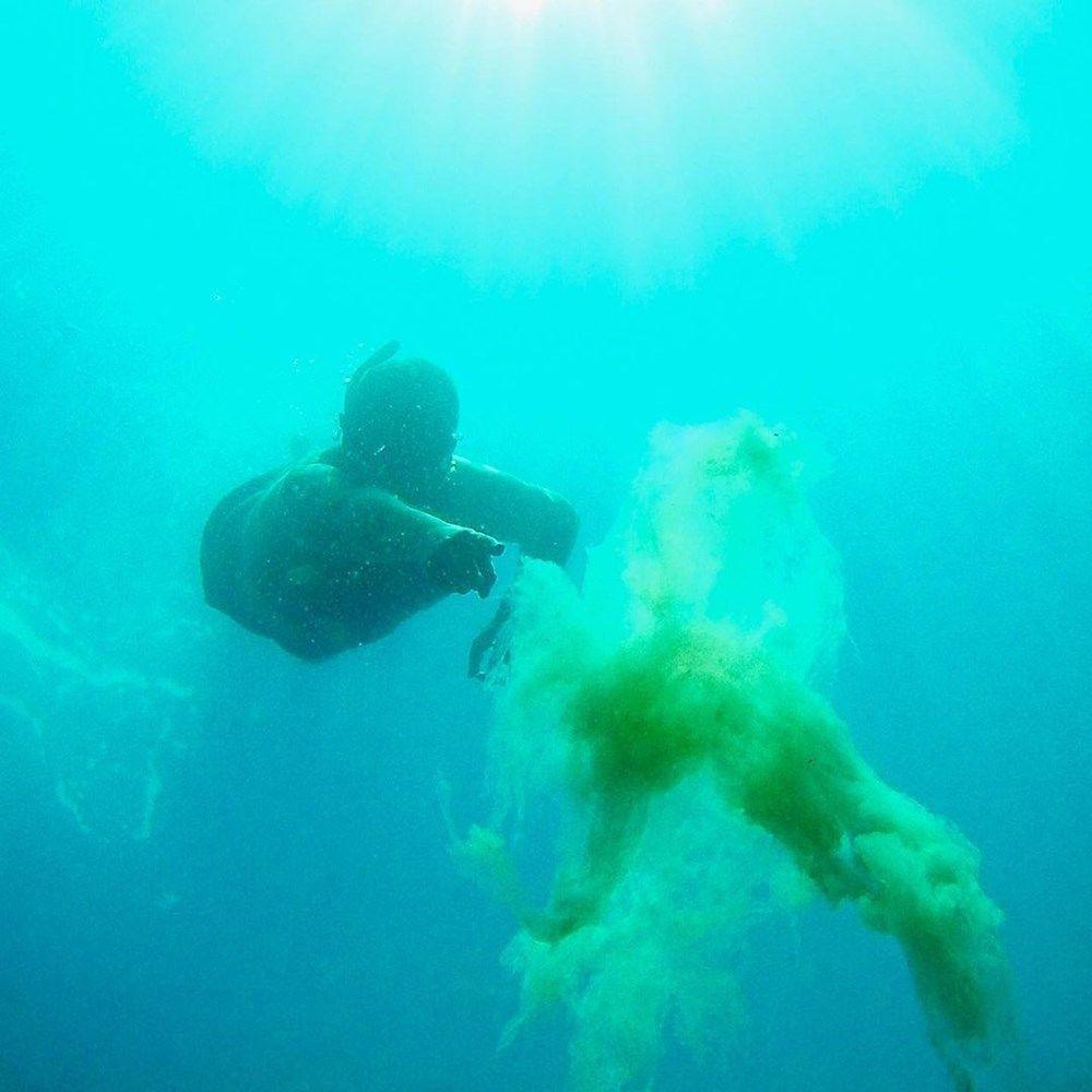 Ata Demirer, etkili olan deniz salyasını Ege'da fotoğrafladı - Sayfa 1