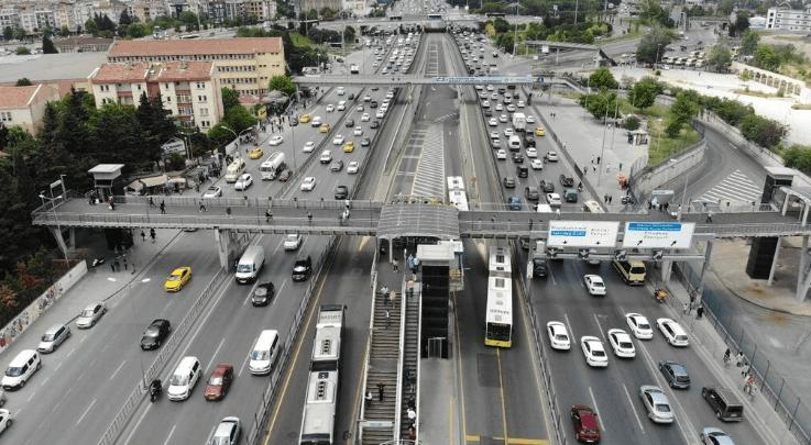 Cumartesi günü İstanbullular sokağa akın etti - Sayfa 4