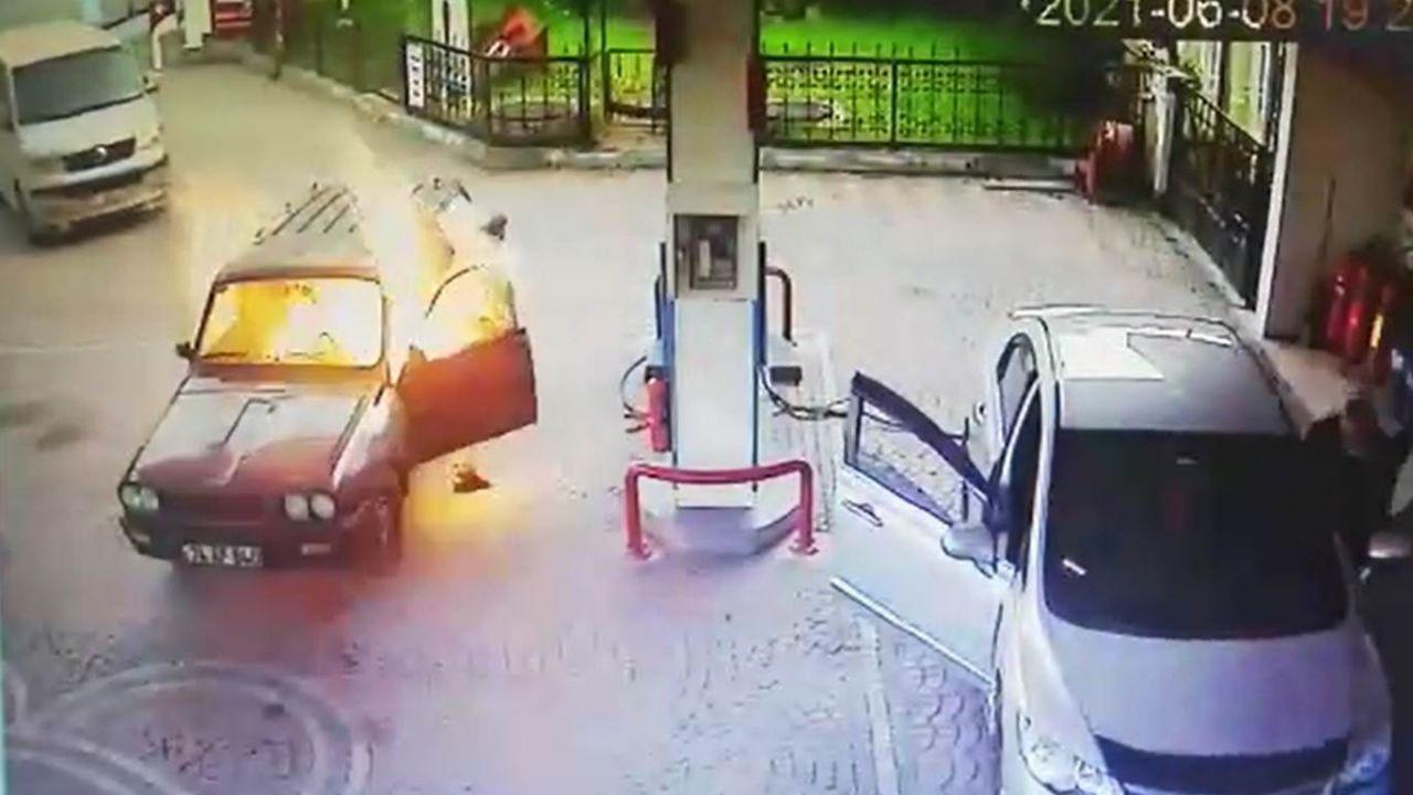 Akaryakıt istasyonunda alev topuna dönen otomobilden alevlerin arasından böyle çıktı! video - Sayfa 2