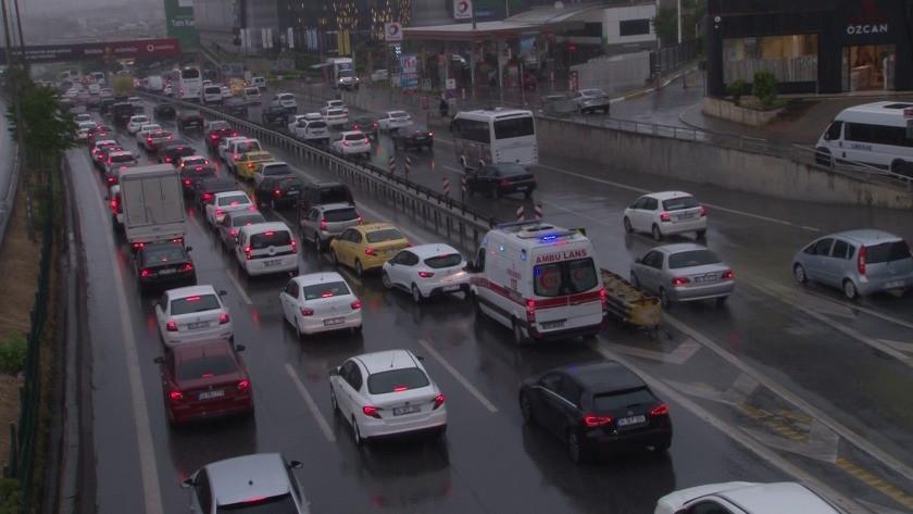 İstanbul'da sağanak yağışın etkisiyle trafik yoğunluğu!