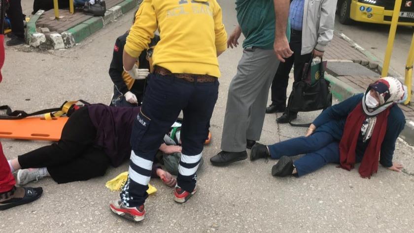 Aşırı hızlı otomobil otobüs durağına daldı: 1'i çocuk 5 kişiyi ezdi