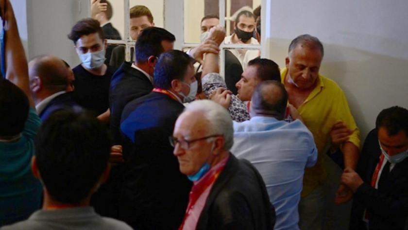 Galatasaray Lisesi koridorlarında destekçiler birbirine girdi