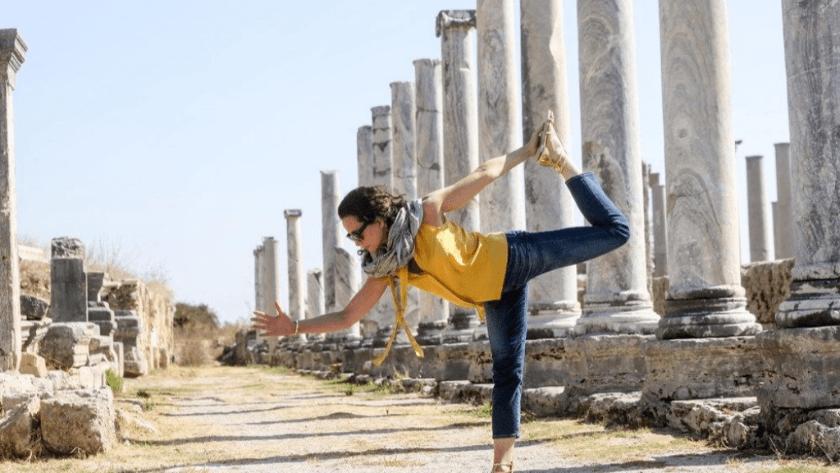 Dünya yoga günü'nde ünlülerin  verdiği yoga pozları