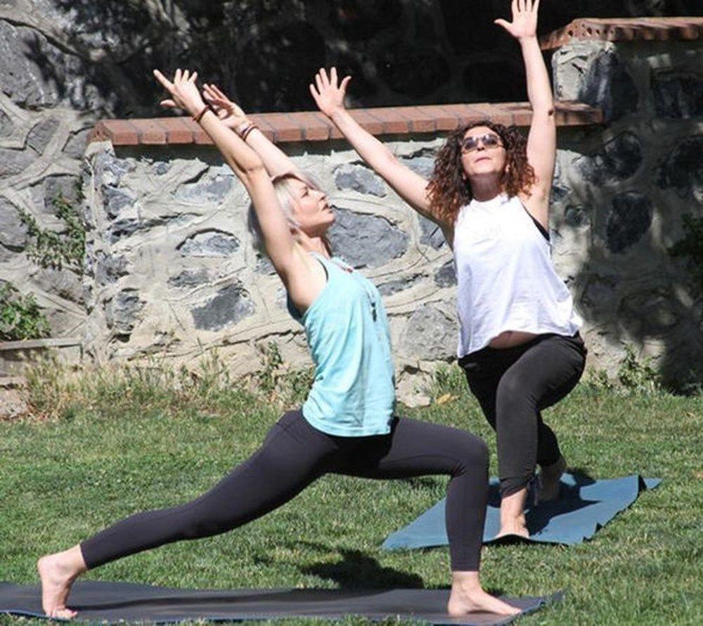Dünya yoga günü'nde ünlülerin  verdiği yoga pozları - Sayfa 4