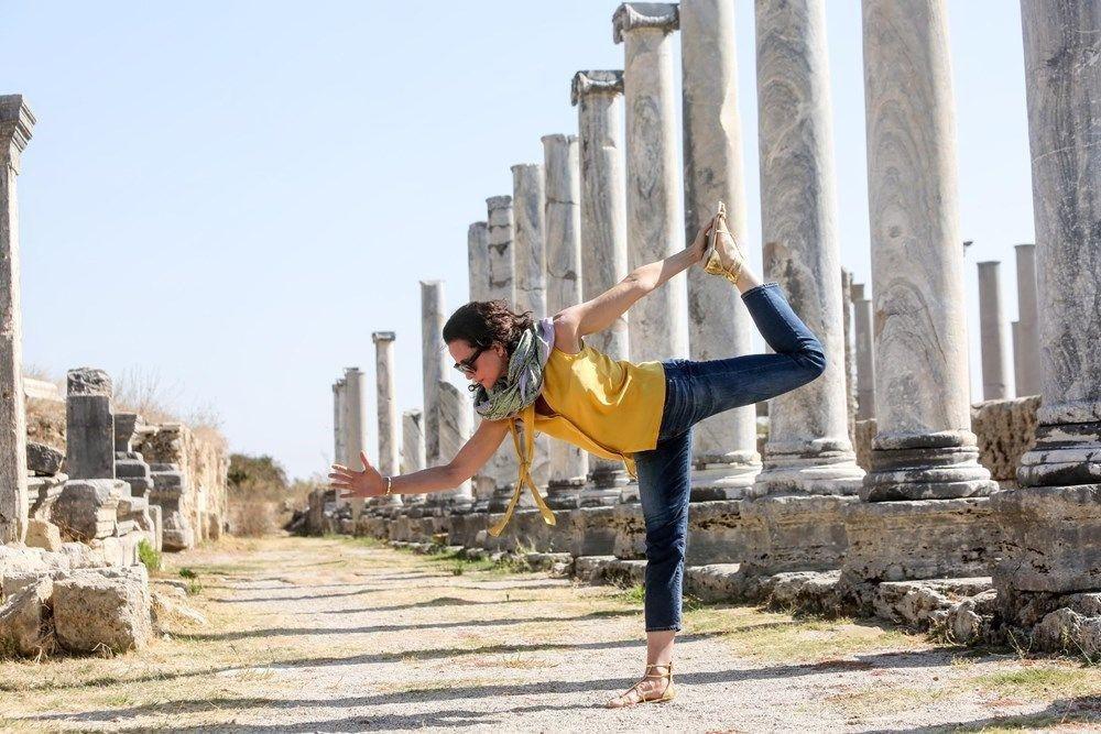 Dünya yoga günü'nde ünlülerin  verdiği yoga pozları - Sayfa 2