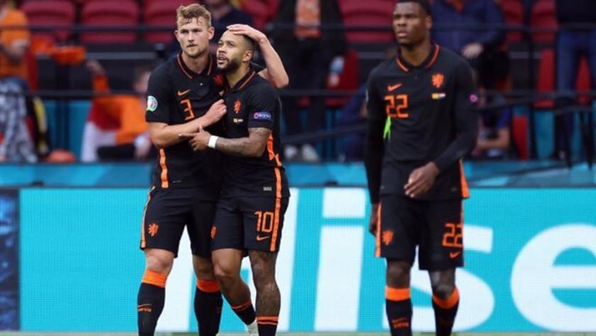 Hollanda, namağlup bir üst tura yükseldi
