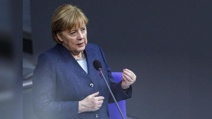 Angela Merkel, ikinci doz aşısını Moderna yaptırdı