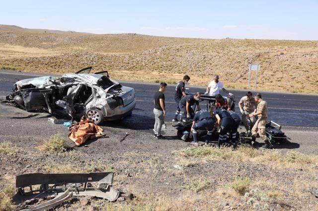 Diyarbakır'da feci kaza! Kamyon ile otomobil çarpıştı - Sayfa 3