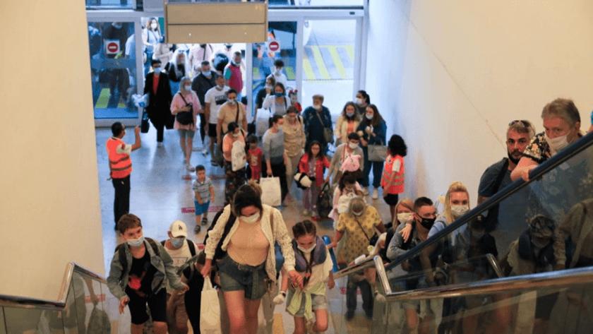 Rusya'dan ilk turist kafilesi bugün Antalya'ya geldi