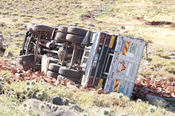 Diyarbakır'da feci kaza! Kamyon ile otomobil çarpıştı - Sayfa 4