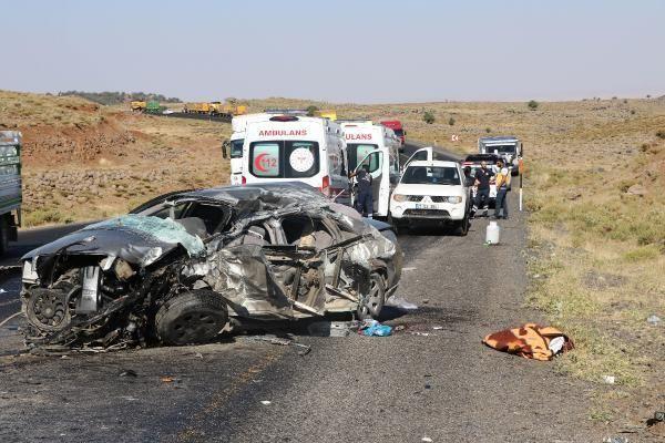 Diyarbakır'da feci kaza! Kamyon ile otomobil çarpıştı - Sayfa 2