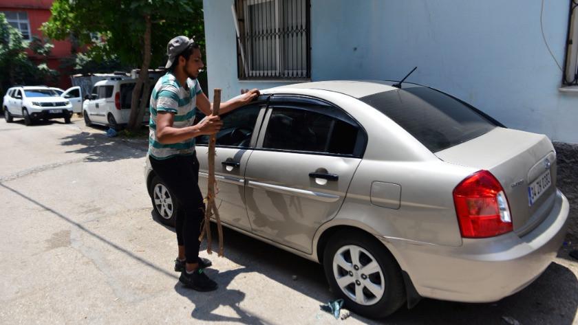 Otomobilde mahsur kalan küçük çocuk, kelebek camı kırılarak kurtarıldı