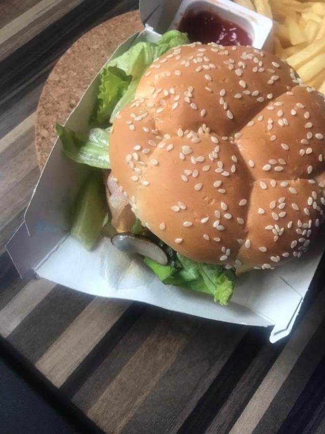 Ünlü fast- food zincirinde şoke eden olay! Az daha turşu diye yiyeceklerdi - Sayfa 3