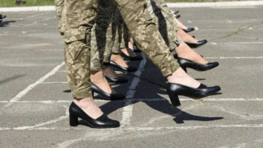 Ukrayna ordusunda 'topuklu'  ayakkabıya tepki!