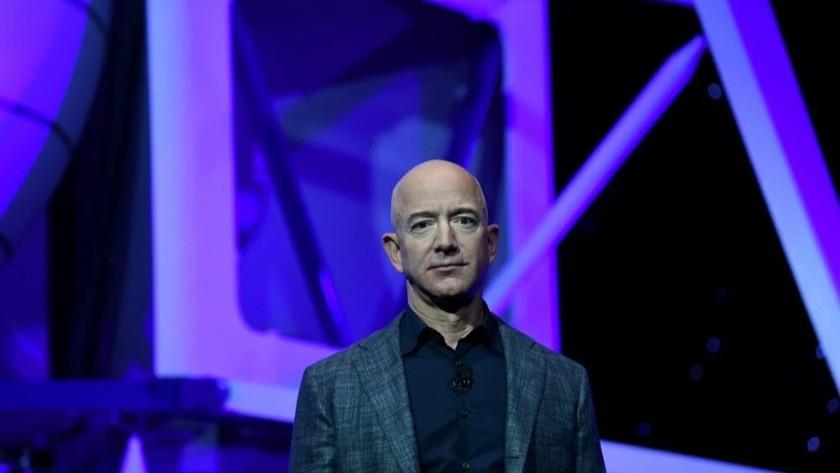 Jeff Bezos Amazon'un CEO'luğundan ayrıldı