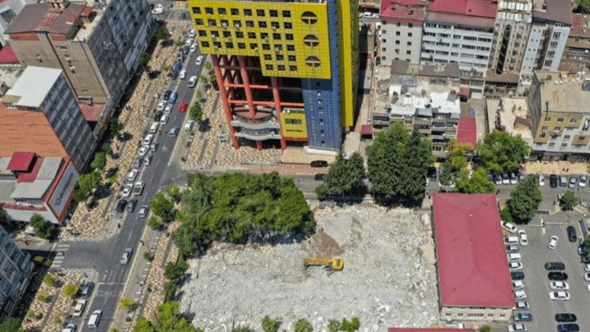 Dünyanın en saçma binası' için yıkım çalışmaları devam ediyor!