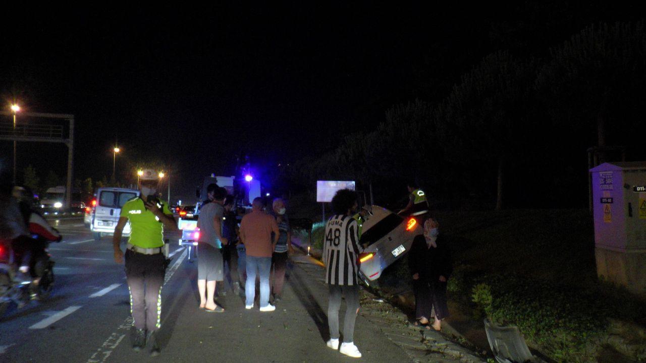 Makas atarak ilerleyen otomobilin sonu kötü oldu! Otomobil ağaçlık alana uçtu! video - Sayfa 1