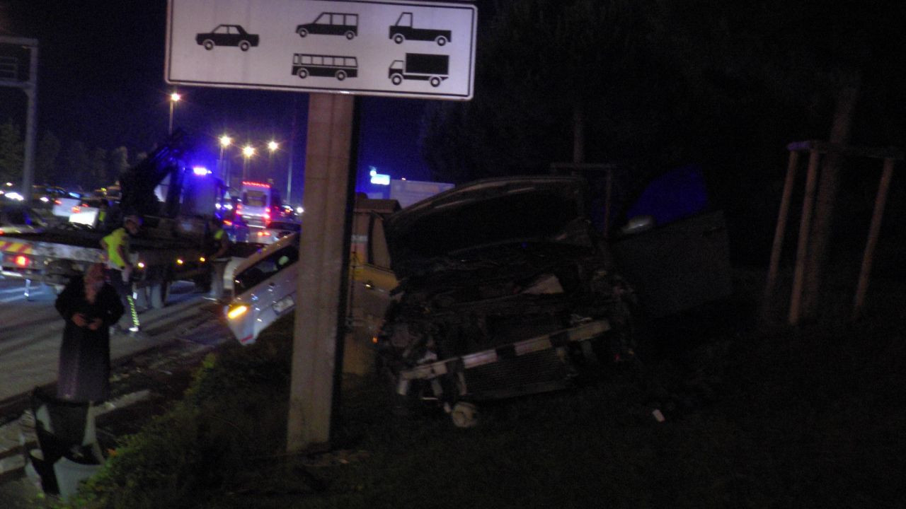 Makas atarak ilerleyen otomobilin sonu kötü oldu! Otomobil ağaçlık alana uçtu! video - Sayfa 2