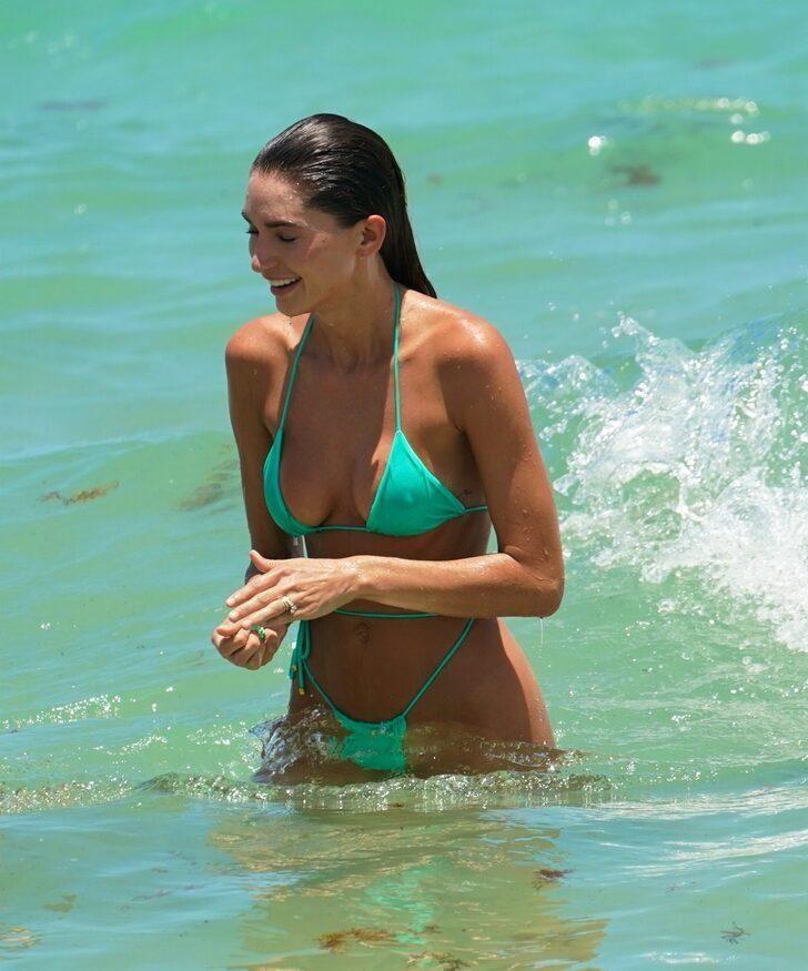 TikTok fenomeni Debbie St Pierre tanga bikinisiyle nefesleri kesti! - Sayfa 2