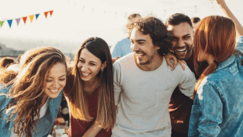 İlişkilerin çoğu nasıl başlıyor: İlk görüşte aşk mı, arkadaşlık mı?