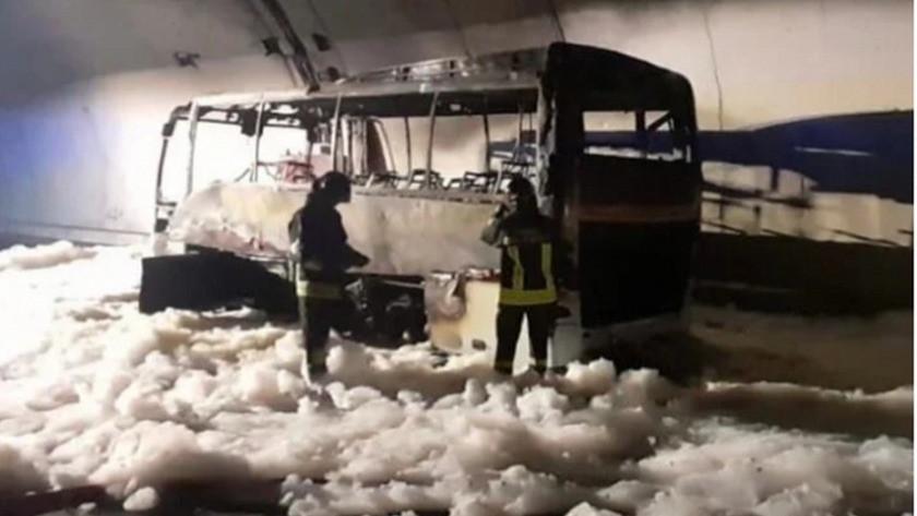 Otobüs bir anda alev aldı! Kahraman şoför 25 çocuğu kurtardı