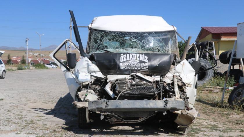 Tarım işçilerinin minibüsü kazaya karıştı: 17 yaralı