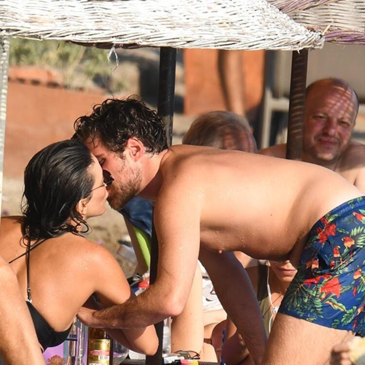 40 yaşındaki Nihal Yalçın genç sevgilisiyle ilk kez öpüşürken görüntülendi! - Sayfa 4