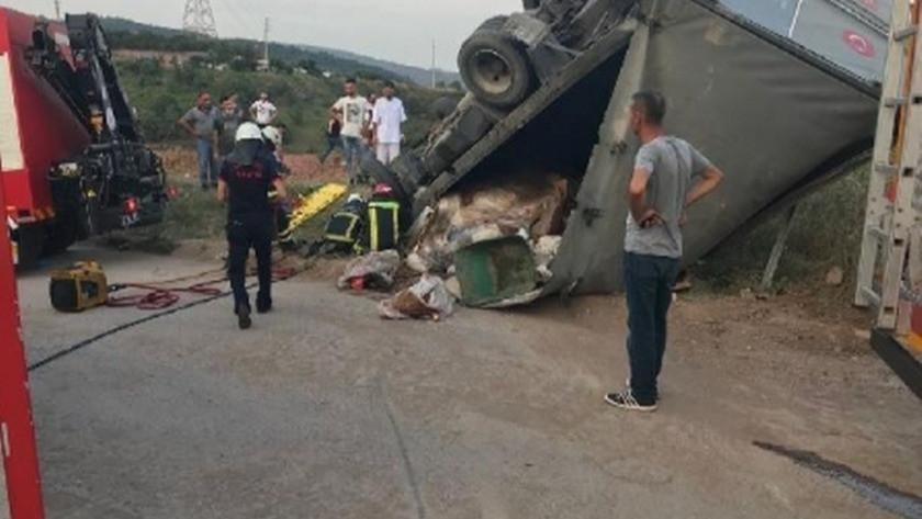Kurban derisi yüklü kamyon devrildi: Çok sayıda yaralı var!