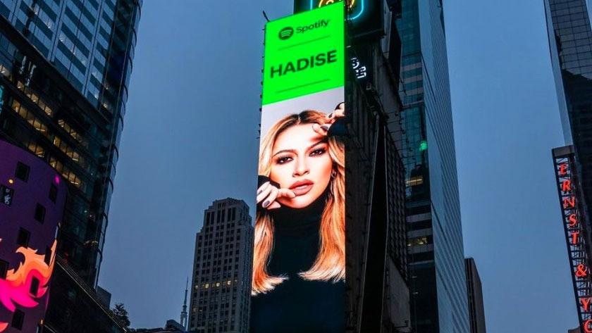 New York'taki Times meydanındaki fotoğrafını paylaşan Şarkıcı Hadise'den iddalı yorum!