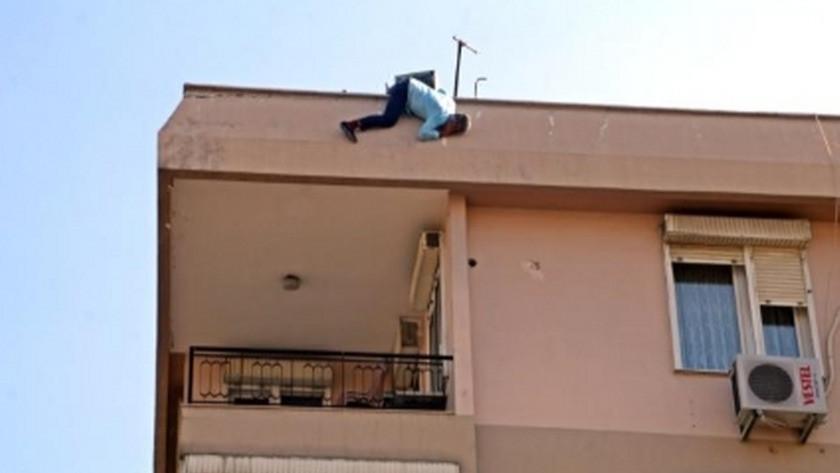 Antalya'da eli bıçaklı adam herkese korku saçtı !