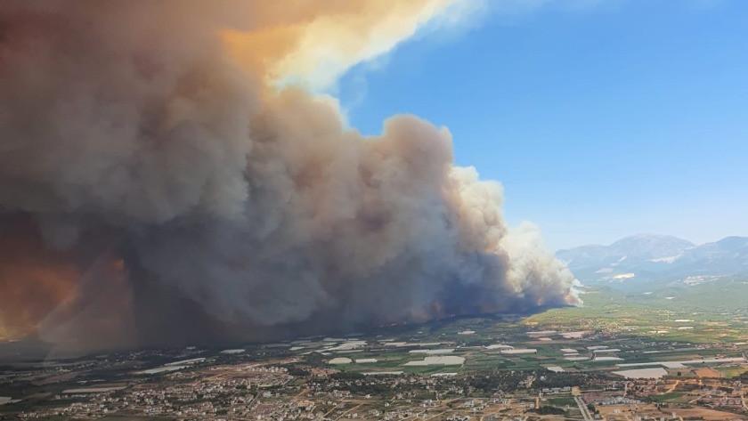 Görüntüler korkunç! Alevler şehre indi, Manavgat alev alev yanıyor!