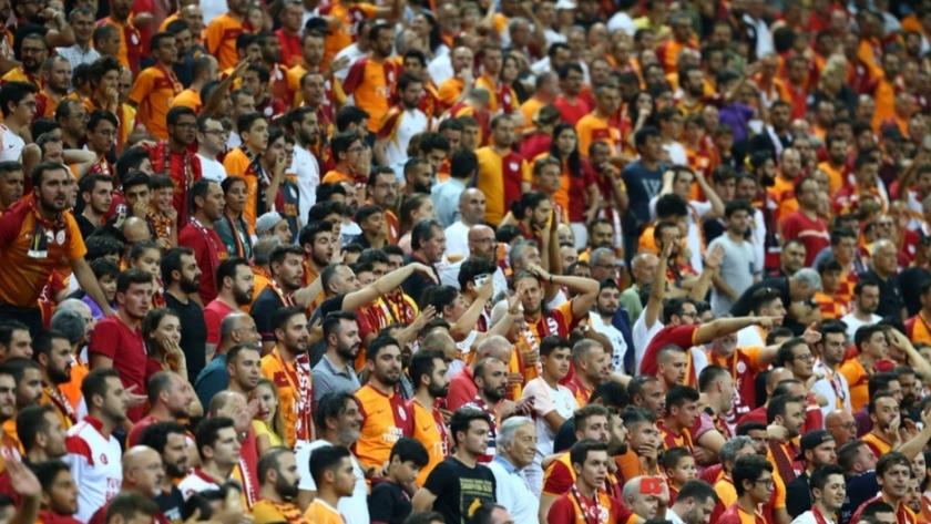 Galatasaray taraftarı PSV maçı öncesi takımını yanlız bırakmadı!
