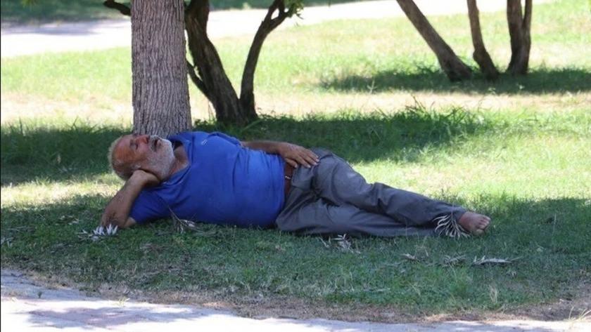Adana'da sıcaktan bayılan adamı öldü sanıp yanına koştular!