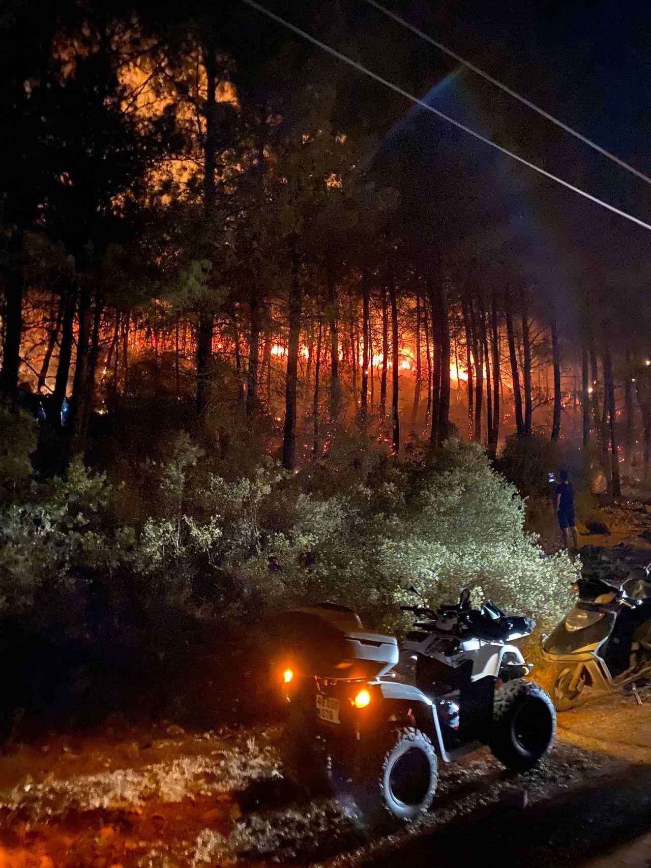 Muğla'nın Fethiye ilçesi Ölüdeniz'de orman yangını! Ekipler ve vatandaşlar seferber oldu! video - Sayfa 1