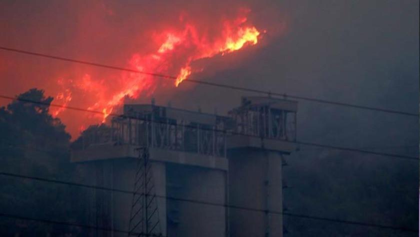 Yangın, Yeniköy Termik Santrali'ne ilerliyor