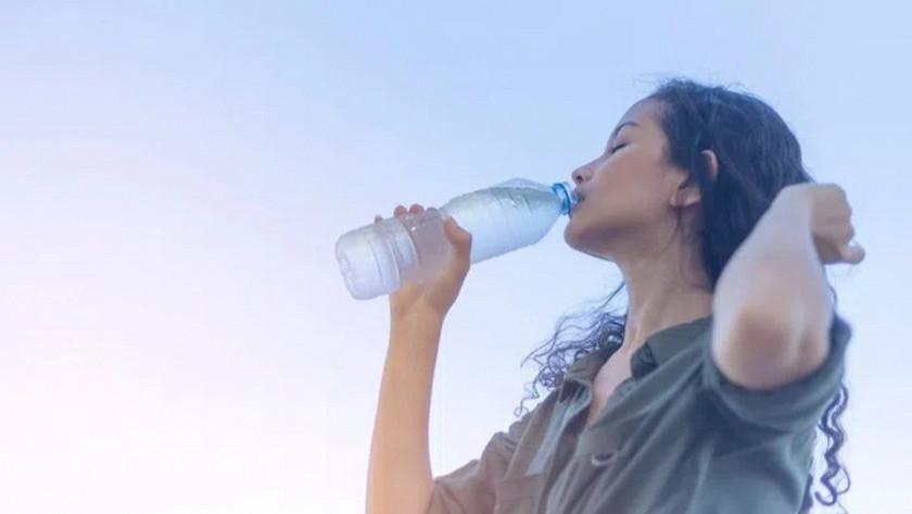 Şişelenmiş sular,musluk sularına göre daha fazla çevreye zarar veriyor