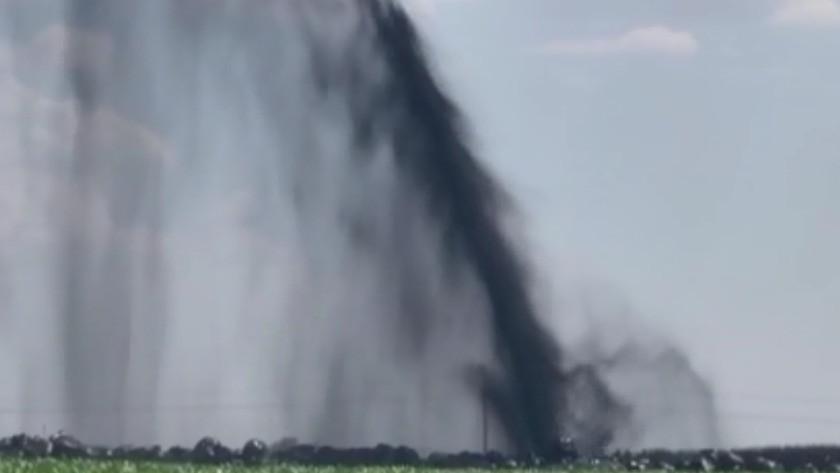 Şanlıurfa'da boru hattı delindi! Petrol metrelerce yükseğe fışkırdı