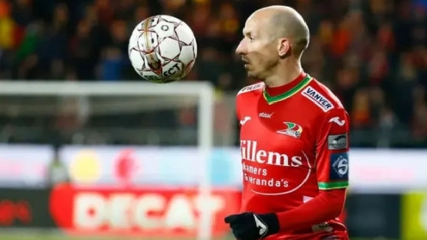 Ünlü Fransız futbolcu hayatını kaybetti!