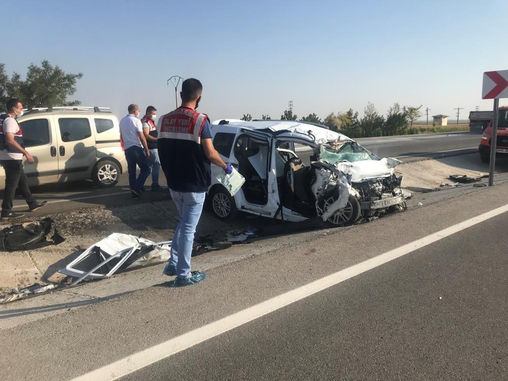 Feci kaza! Konya'da amonyum nitrat yüklü tır ile hafif ticari araç çarpıştı! 6 ölü, 2 yaralı - Sayfa 1