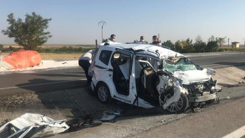 Tır ile hafif ticari araç çarpıştı: 6 ölü, 2 yaralı